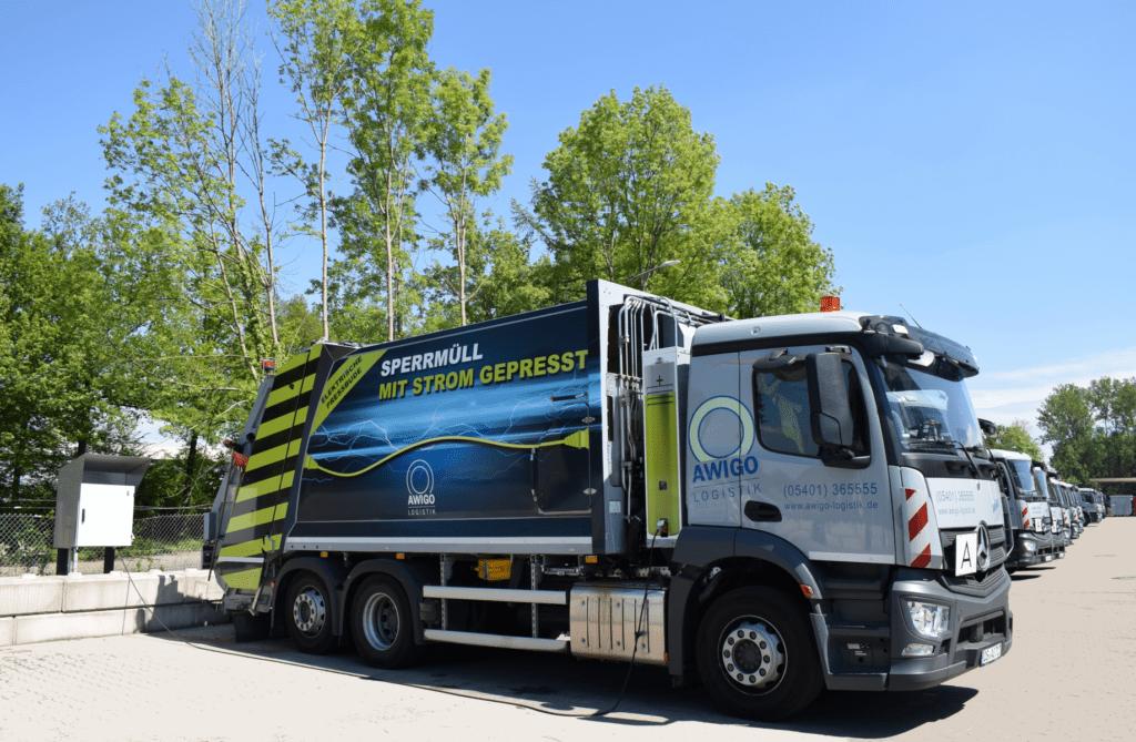 Sperrmüllfahrzeug mit elektrischem Aufbau 100 Tage bei der Müllabfuhr im Landkreis im Einsatz